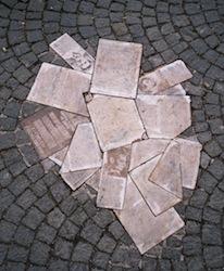 """памятник """"Белой розе"""" в Мюнхенском университете"""